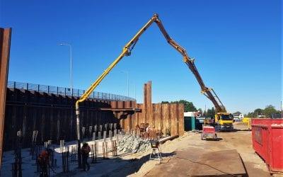 Beton storten voor nieuwe snelweg A13
